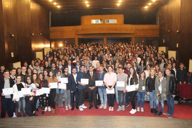 """Gjilani ndan çertifikatata për 500 të rinjë nga trajnimi """"Vullnetarët Rinor"""""""