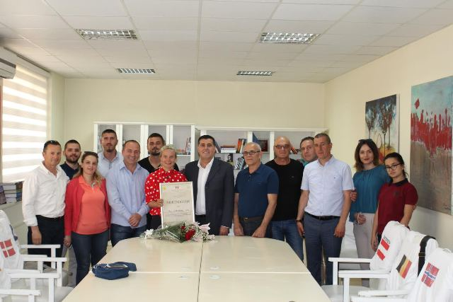 Haziri nderoi me mirënjohje alpinisten gjilanase Flutura Ibrahimi – Uta