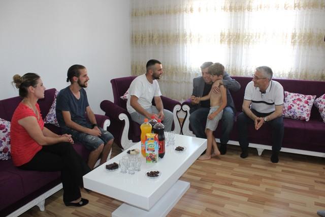 Në prag të Bajramit, inaugurohen dy shtëpi të renovuara për familjet në nevojë