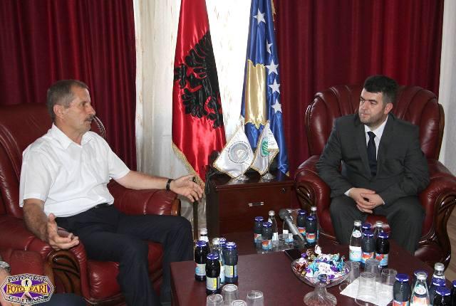 Një delegacion i Vetëvendosjes viziton Këshillin e Bashkësisë Islame për t'iu uruar Fitër Bajramin