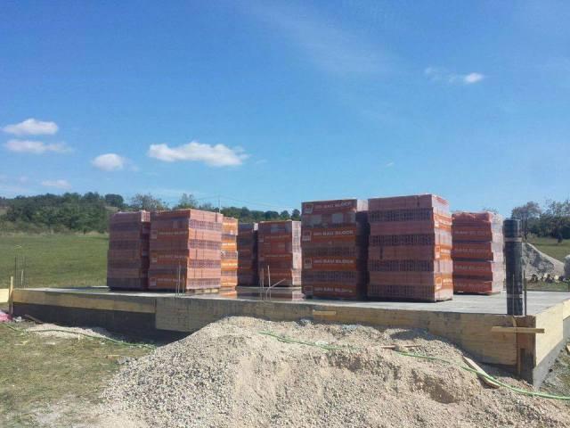 Mërgimtarët e Tërpezës grumbullojnë 12 mijë euro për ndërtimin e shtëpisë së re të familjes së Elmi Sadikut