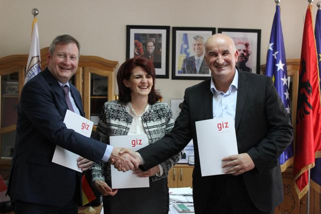 """Memorandum mirëkuptimi me GIZ-in gjerman dhe OJQ-në """"Kosovo Women for Women"""""""