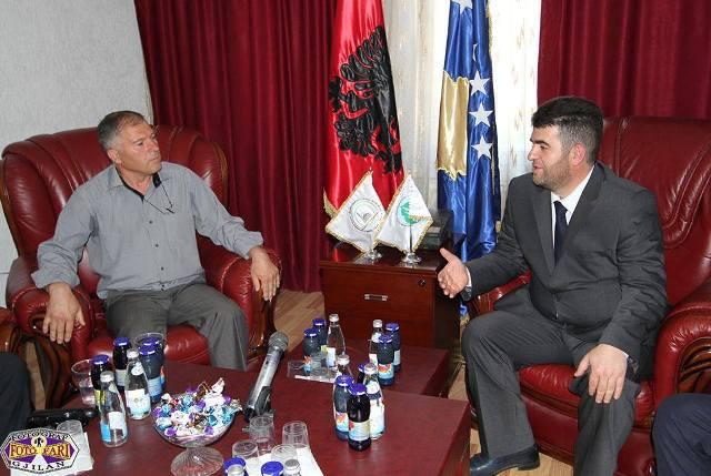 Delegacioni i Degës së PDK-së viziton Bashkësinë Islame për t'ua uruar Fitër Bajramin