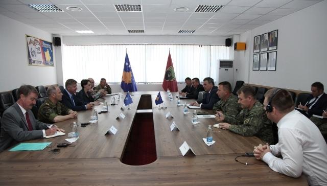 Ministri i FSK-së Haki Demolli priti zëvendës ndihmësin e Sekretarit të Përgjithshëm të NATO-s, John Manza