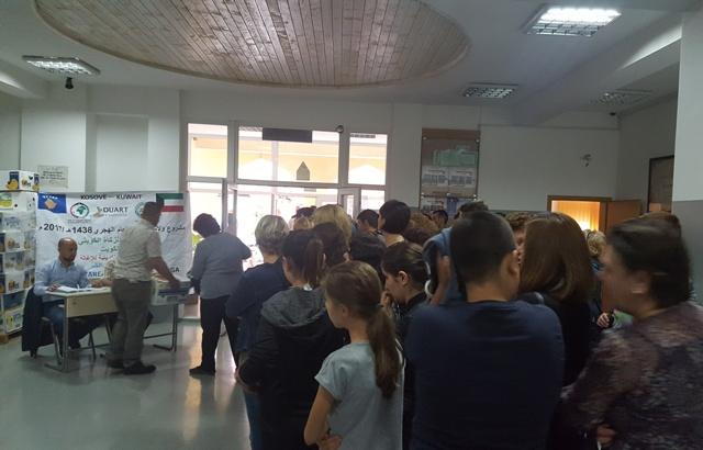 Ndihmohen me pako ushqimore jetimët e Gjilanit