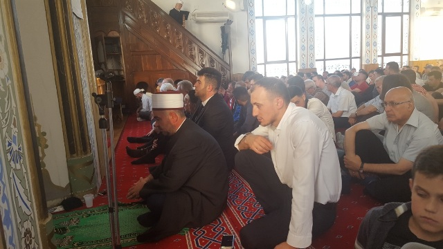 Namazi i Fiter Bajramit falet me lutjet për paqe, harmoni dhe solidaritet mes njerëzve