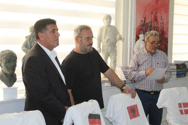 Gjilani publikon fituesit e konkursit për shtatoret dhe bustet e heronjve