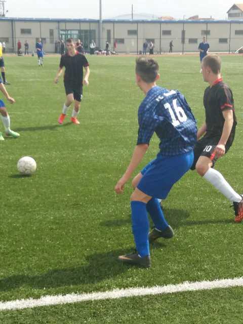 Uvejs Bunjaku mahnit të tjerët me talentin e tij në lojën e futbollit