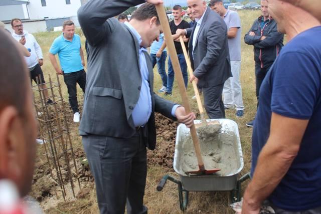Filloi ndërtimi i Palestrës Sportive në Viti