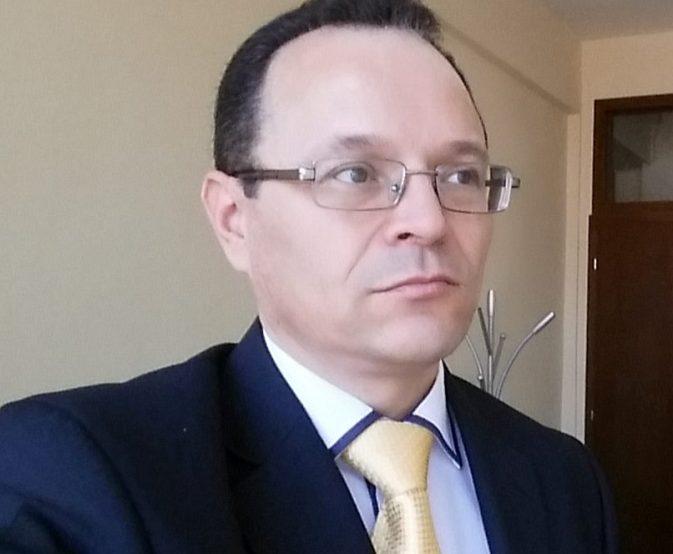 Fadil Hajdari largohet nga PDK, fajëson Zenun Pajazitin për teposhtëzën që mori PDK-ja