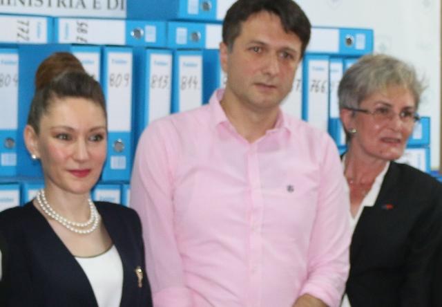 Asambleistet e Turqisë sjellin donacion simbolik