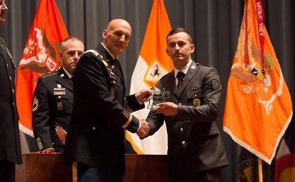 Nëntogeri i FSK-së Genti Koçinaj merr çmimin, studenti ndërkombëtar më i mirë i klasës, në SHBA