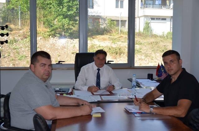 Kryetari i Kamenicës takohet me përfaqësuesin e IOM-it