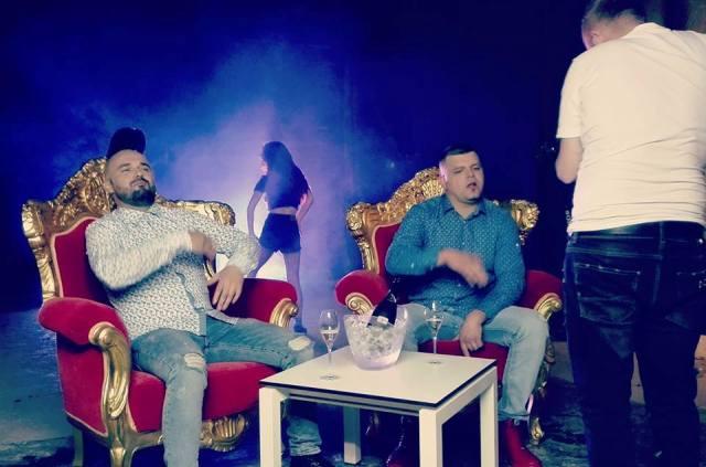 "Uragani ""ALGLOBOS"" pushton skenat muzikore shqiptare"