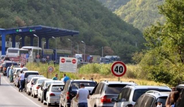 Ministria e Diasporës udhëzon bashkatdhetarët si t'u shmangen kolonave në kufi