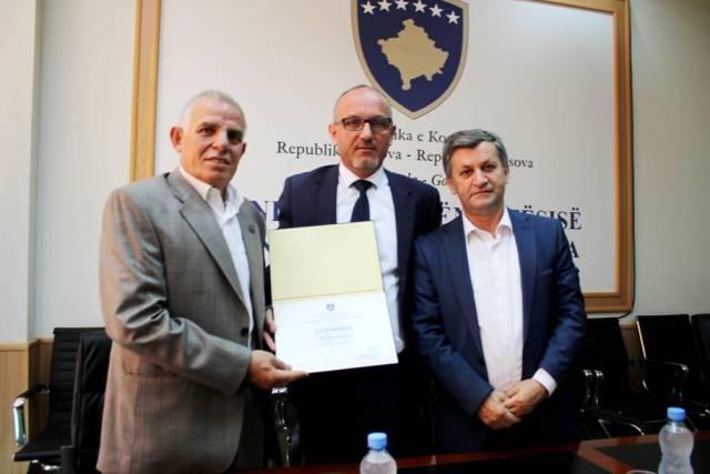 Ministri Rrahmani nderon me mirënjohje kontribuesit në shëndetësi