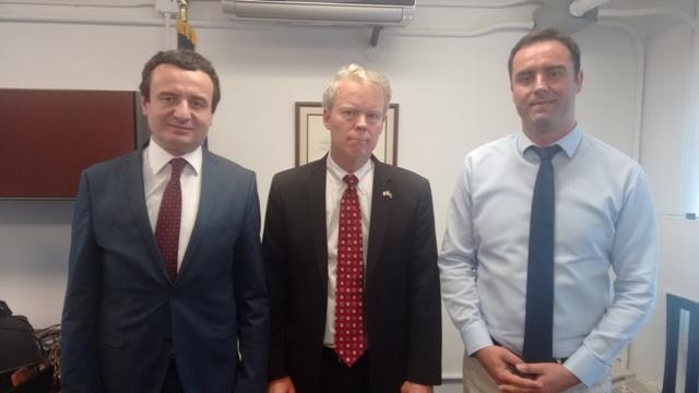 Albin Kurti takon ambasadorin amerikan Greg Delawie