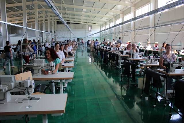 """Inaugurohet fabrika e tekstilit """"Vitex"""", fillimisht punësohen 150 persona"""