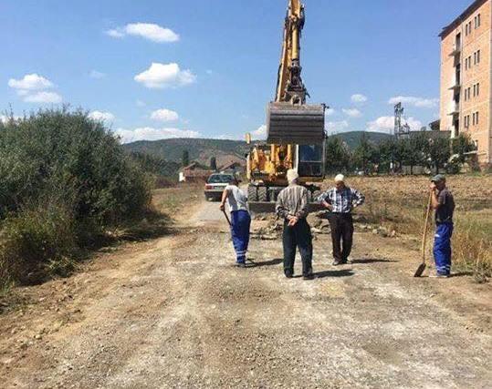 Fillon projekti i asfaltimit të rrugës kryesore në Kopërrnicë