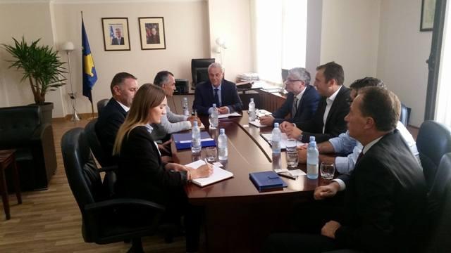 Infrastruktura pengesë për të investuar në Kosovë