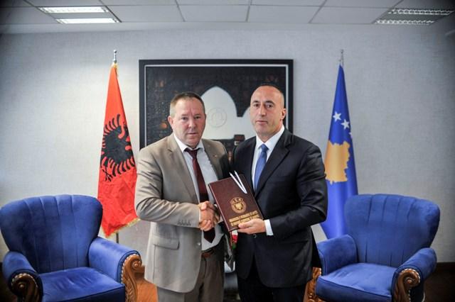 Kryeministri Haradinaj priti kryetarin e OVL të UÇK-së, Hysni Gucati