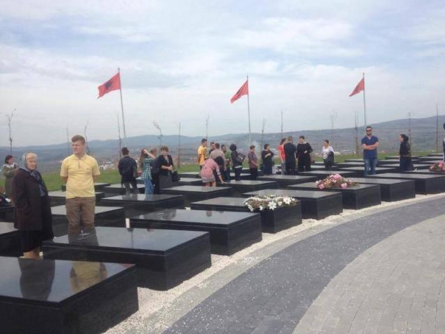 18 vite më parë Gjilanit iu shtuan lulet e gjakut në Kodrën e Dëshmorëve