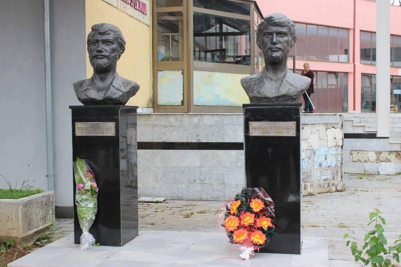 Komuna e Vitisë përkujton dëshmorët vëllezër Gursel e Bajram Sylejmani