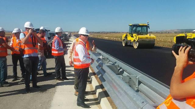 "Ministri Lekaj inspektoi punimet në Autostraden ""Arbër Xhaferi"""