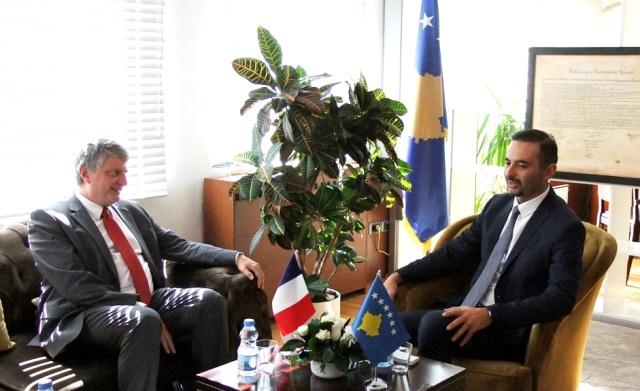 Ministri Lluka informon Ambasadorin e Francës me prioritetet e MZHE-së