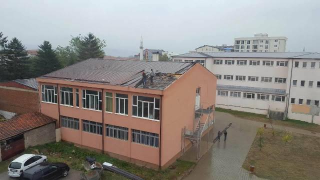 Vetëvendosje: Pasi shiu u pikon në kokë, u bie ndërmend për kulmin e shkollës