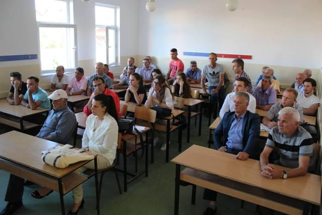 Debat me banorët e fshatrave Drobesh dhe Smirë rreth buxhetit dhe prioriteteve për investime