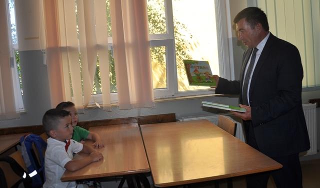 MInistri Bajrami ka uruar nxënësit, mësimdhënësit dhe prindërit për fillimin e vitit të ri shkollor