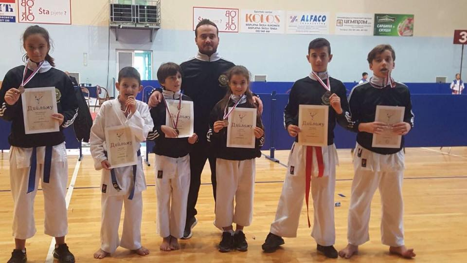 """Klubi i karatesë """"Lion"""" nga Presheva fiton 6 medalje në Çaçak"""