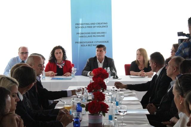 """Gjilani dhe OJQ """"Mundësia"""" nënshkruan memorandum për  promovimin dhe krijimin e shkollave pa dhunë"""