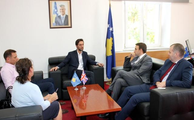 Ministri Ismaili takoi ambasadorë dhe përfaqësues të misioneve ndërkombëtare në Kosovë