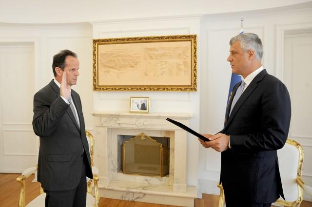 Presidenti Thaçi dekretoi Enver Pecin, Kryetar të Gjykatës Supreme