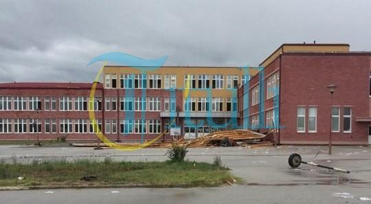 """Erërat e forta kanë shkaktuar dëme në objektin e shkollës """"Sezai Surroi"""""""