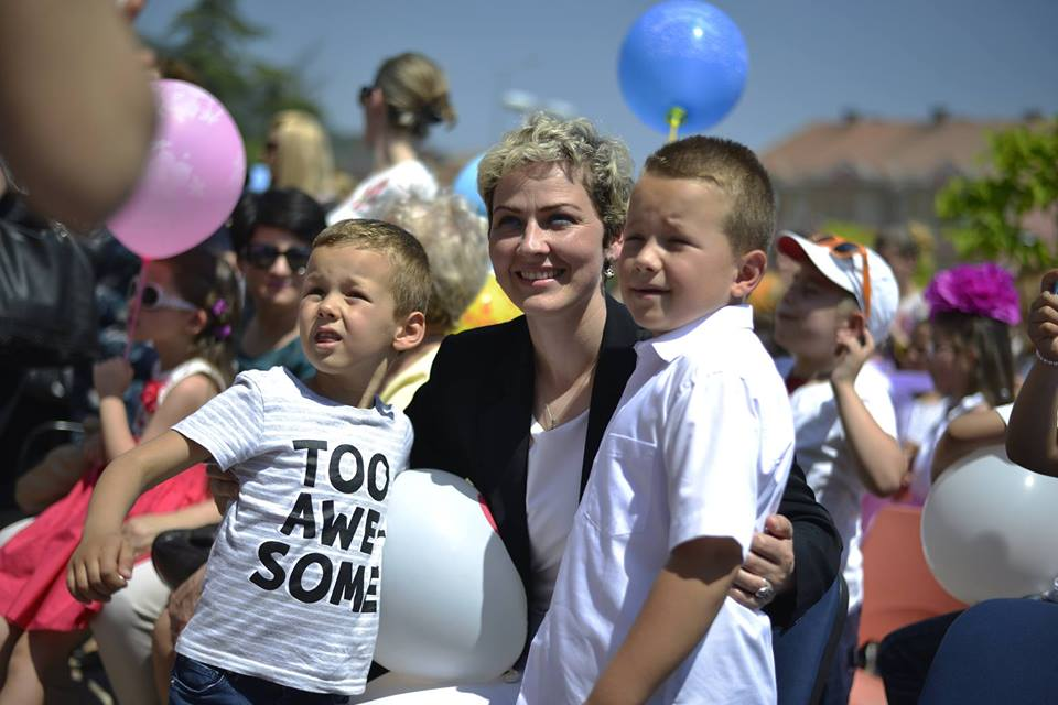 Kryetarja e Preshevës uron nxënësit dhe mësimdhënësit për një vit të mbarë arsimor