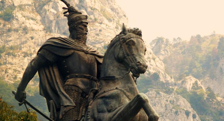 """""""Skënderbeu"""" i mitizuar në poemën e shkrimtarit Beqir Musliu"""