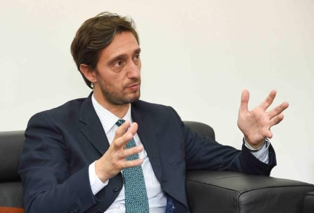 Ministri Ismaili ndalon nënshkrimin e kontratës me çmime të larta për barnat