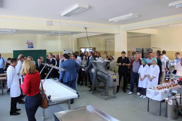 """Shkolla""""Jonuz Zejnullahu"""" bëhet me kabinet të teknologjisë së përpunimit të ushqimit dhe bujqësisë"""
