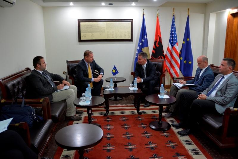 Ministri Lekaj u takua me Ministrin e Punëve të Brendshme, Flamur Sefaj