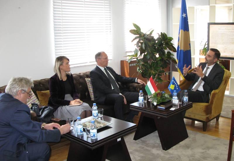 Hungaria mbështet Kosovën me projekte konkrete