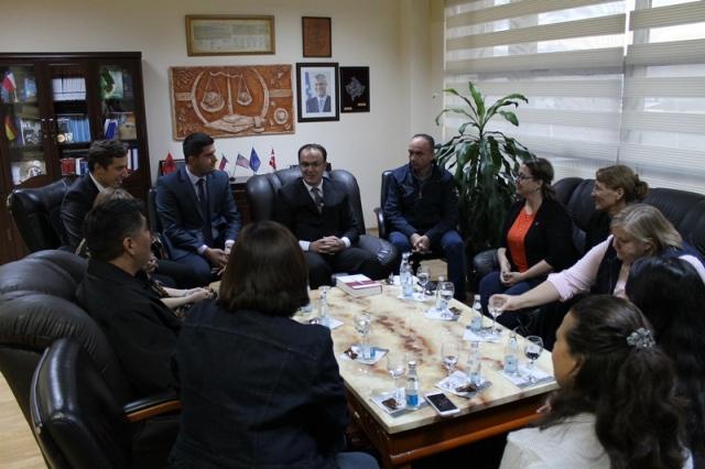 Një delegacion nga SHBA vizitoi Gjykatën Themelore të Gjilanit