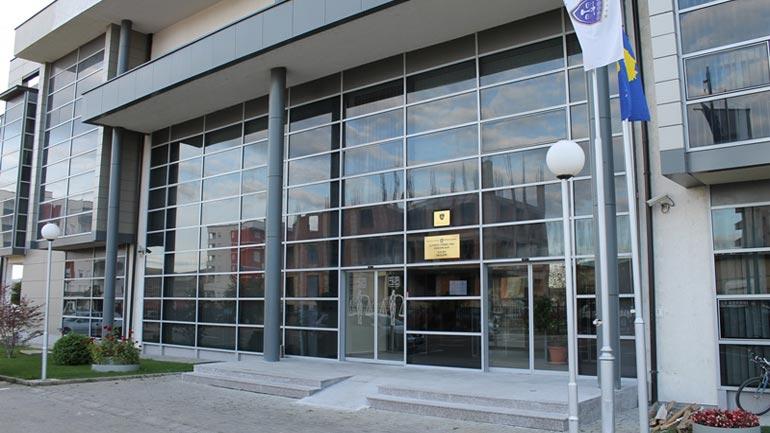 Nga katër vite burgim për të akuzuarit që të maskuar e me armë vodhën në Bankën Finca