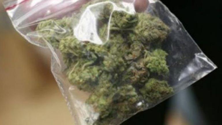 Në dy raste të ndara, dy personave iu gjendet në posedim marihuana