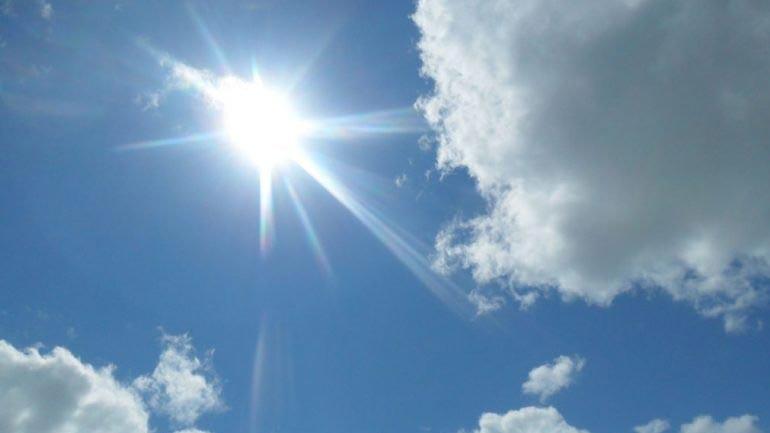 Një javë me diell dhe vranësira