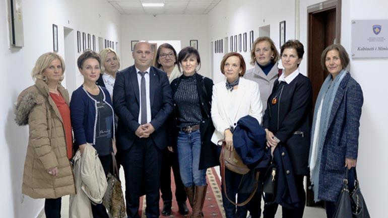 Gratë e diasporës vizitojnë Ministrinë e Diasporës
