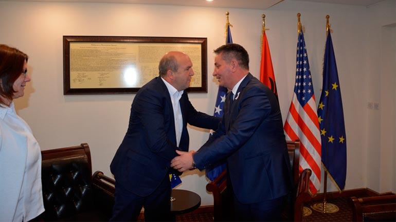 Ministri i Infrastrukturës takon kryetarin e Novobërdës