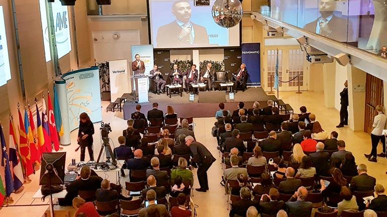 Ministri Lluka mori pjesë në Forumin Ekonomik të Vjenës